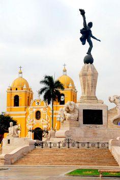 That's where I'm going to live next week!  Freedom Monument, Plaza de Armas, Trujillo (Peru)