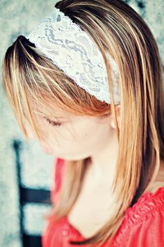 I think making it with a ribbon end would be adorable! Headband Hairstyles, Pretty Hairstyles, Diy Lace Headband, Hair Cover, Diy Hair Accessories, Lace Flowers, Bandeau, Stretch Lace, Hair Band