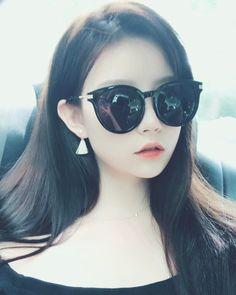 Instagram post by @mmyyyxx • Jul 9, 2017 at 1:29pm UTC Cute Japanese Girl, Cute Korean Girl, Asian Model Girl, China Girl, Ulzzang Girl, Cat Eye Sunglasses, Sheep, Cute Girls, Wattpad