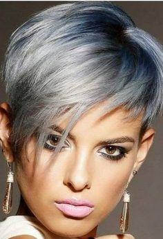 18 Short Hairstyle Trends for Major Inspiration in 2019 - Short Pixie Cuts - Short Hairstyle Trends in 2019 Women's Haircuts That Will Be in Fashion in 2019 The constant desire to improve, to experiment with the length of hair. Short Haircuts With Bangs, Haircuts For Medium Hair, Short Hairstyles For Women, Short Hair Cuts, Short Hair Styles, Curly Short, Top Hairstyles, Long Pixie, Pixie Bob
