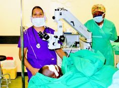 Volunteer ophthalmologists in theater