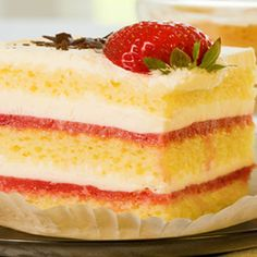 Strawberries and Cream Sponge Recipe from Kenwood Cakes To Make, How To Make Cake, Strawberry Icing, Strawberry Recipes, Sponge Recipe, G 1, British Baking, Cake Ingredients, Strawberries And Cream