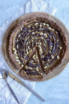 The recipe is finally here for this amazing and delicious raw vegan tart. Made only from natural ingredients it makes a great dessert with a bit of health and less guilt! We all loved it. Taste a bit like Snickers but even better I think hehe Chocolate Caramel Peanut Tart Recipe: Ingredients: BASE: 1/2 cup...