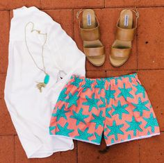 shopkonfetti:  Coral starfish shorts to add a nautical twist on any outfit! Just pair with a popover and statement necklace for a chic casual look  Shop the shorts on www.shopkonfetti.com