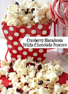Cranberry Macadamia White Chocolate Popcorn- could omit the cranberries Sweet Popcorn, Popcorn Snacks, Candy Popcorn, Flavored Popcorn, Gourmet Popcorn, Popcorn Recipes, Party Snacks, Christmas Popcorn, Christmas Baking