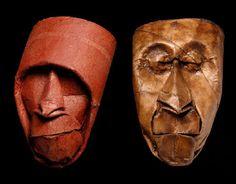 Des visages sculptés sur rouleaux de papier toilette
