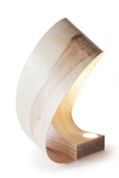 Уникальная лампа в виде тонкой деревянной ленты.