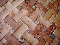 Ancient Spanish brick walk inset with white & blue tiles, Granada: c0960fade347563cd1f2fa969ab9a750.jpg (236×177)