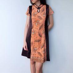 AMY dress   size S,M, L   material : premium cotton batik print mix premium sateen   for more details | order  WA : +62817205645 line : @gdu1464f • • • • #madeinindonesia #clothinglineid #clothingline #iwearestee #indonesiabatik #merklokal #localbrandid #jualdress #soireebyestee #dailywear #cny2016 #cnydress #jualbatik #batikdresskombinasi #womenswear #jualterusanwanita #jualdresswanita #jualtopswanita