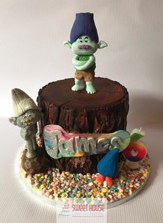 Tree stump cake, with modelled trolls, Branch and Guy Diamond.