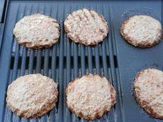 Házi hamburger zsemle és húspogácsa   Lukács Yldyco receptje - Cookpad receptek Hamburger, Bacon, Muffin, Breakfast, Food, Morning Coffee, Essen, Muffins, Burgers