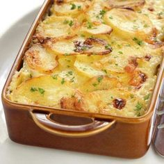 Scalloped Potato Gratin with Fresh Herbs Fun Easy Recipes, Easy Meals, Healthy Recipes, Easy Cooking, Cooking Recipes, Low Cal, Good Food, Yummy Food, Portuguese Recipes