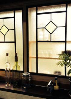 【キッチンDIY】マステ+100均でレトロな窓に変身!|暮らしニスタ