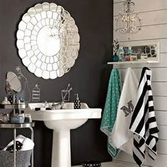 love this Pottery Barn Bath.the wall is chalk board.what a great place to have chalk wall to leave yourself or kids notes for the day! Bad Inspiration, Bathroom Inspiration, My New Room, My Room, Teenage Girl Bathrooms, Room Decor For Teen Girls, Diy Home Decor Rustic, Modern Decor, Traditional Bathroom