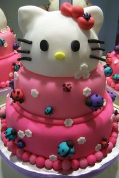 An adorable Hello Kitty birthday cake. I might do something like this for Bella's birthday party!