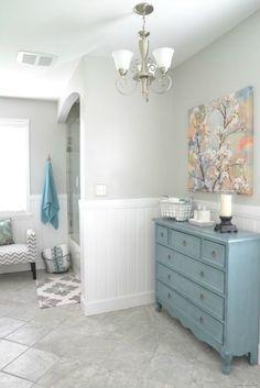 Bathroom Makeovers Ni decorar las paredes con molduras geométricas no es algo nuevo ni