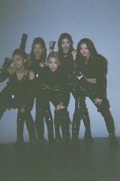 Kpop Girl Groups, Korean Girl Groups, Kpop Girls, Tzuyu And Sana, Cool Girl, My Girl, Girl Bands, K Idols, Besties