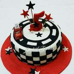Torta decorada con fondant. Cars. por: Judith Tortas.