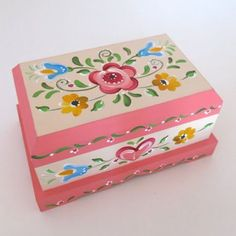 Caixa 1 Cristina Botallo Decorative Wooden Boxes, Painted Wooden Boxes, Prayer Box, One Stroke Painting, Jewellery Boxes, Vintage Wood, Art Decor, Decoupage, Projects To Try