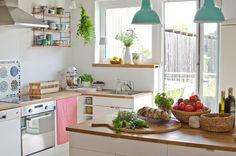 Landhaus Deko in der Küche im Sommer