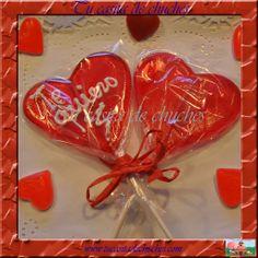 Piruletas gran corazón de caramelo de fresa. Con o sin mensaje. Posibilidad de incluir etiqueta personalizada. Encuéntralas en www.tucasitadechuches.com