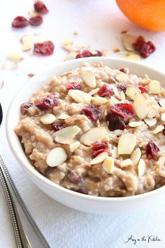 Slow cooker cranberry orange steel cut oatmeal is delicious and keeps you feeling satisfied longer due to it& low glycemic index. Slow Cooker Recipes, Crockpot Recipes, Cooking Recipes, Drink Recipes, Smoothie Recipes, Snack Recipes, Slow Cooking, Granola, Steel Cut Oatmeal
