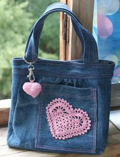 jeansowa torebka serce na Stylowi.pl jeansowa torebka serce na Stylowi. Denim Tote Bags, Denim Handbags, Denim Purse, Cheap Handbags, Luxury Handbags, Artisanats Denim, Denim And Lace, Blue Jean Purses, Bow Bag