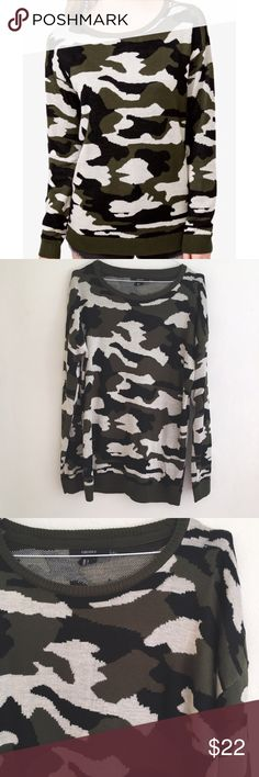 """Camouflage Sweater Super soft camo print sweater pair with denim and flats for a casual look. Size large chest 34"""" length 26"""" acrylic YES to: Bundle Discounts NO to: Trades / Modeling / Holds Thanks For Shopping My Closet 🌿 Forever 21 Sweaters"""