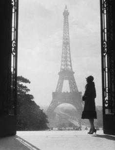 gueule-de-loupviolette: H. Armstrong Roberts- Paris, 1927.