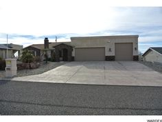 3204 Silver Bell Dr, Lake Havasu City - * Just Listed *  Nice 3/2/3 pool home + office could be 4th bedroom, split floorplan, nice kitchen setup with granite counters, vaulted ceilings, 53' garage...  http://www.homesearchlakehavasu.com/property/923472/