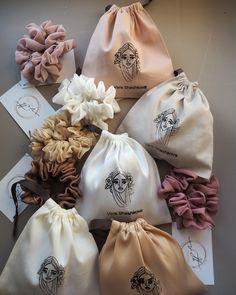 Diy Hair Scrunchies, Velvet Scrunchie, Diy Hair Accessories, Cotton Bag, Diy Hairstyles, Creations, Diy Clothes, Trends, Pink