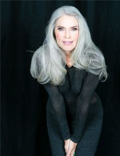 Look how voluminous this all natural grey beauty is! Love how confident she is with her natural grey hair color, not to mention those subtle greylights. Silver White Hair, Grey Hair Inspiration, Long Gray Hair, Ageless Beauty, Aging Gracefully, Short Hair Styles, Hair Color, Hair Beauty, Older Women