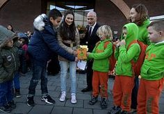 11-Dec-2014 7:32 - MOEDER DIE KANKER OVERLEEFDE PROMOOT GEZOND ETEN OP SCHOOL. Moeder  Karen Wolfert die kanker overleefde is opgetogen dat ze in Dordrecht de eerste Nederlandse 'school-met-een-appel' mag benoemen.  Op…...