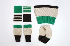まずはガーター編みのコースターを編んで編み方を覚えたら、ヘアバンドやネックウォーマー、ハンドウォーマーにも挑戦してみましょう。編み物の基本、表目・裏目だけで編むことができます。