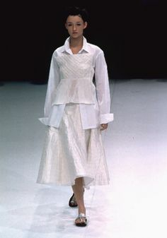 YOHJI YAMAMOTO, SS99.  Oh, very nice.  I like the shape and cleanness of this look.  It would be lovely in charcoal.