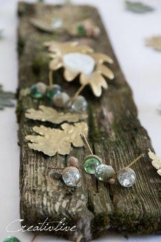 Herbstliche Tischdeko mit DIY Glasmurmel Eicheln und Download geometrischer Eichel und Blatt Poster Deco, Stud Earrings, Diy Crafts, Seasons, Fall, Jewelry, Poster, Halloween, Makeup