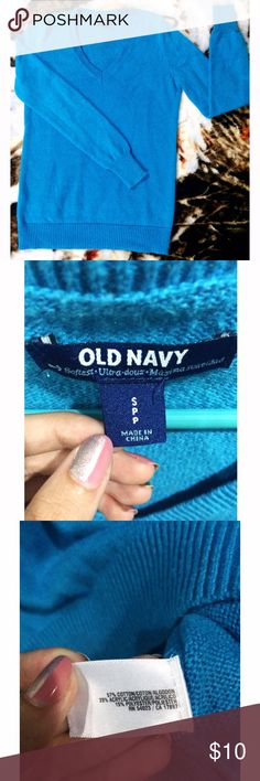 Blue Long-Sleeve V-Neck Sweater 🎀 OLD NAVY bright blue long-sleeved sweater with V-neck 🎀 size S/P 🎀 very warm, cozy material for fall & winter 🎀 hardly ever worn, excellent condition 🎀 Old Navy Sweaters V-Necks