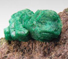 Euchroite, Cu2(AsO4)(OH)·3H2O, Farbiste, Erzrevier Poniky, Banska Bystrica, Banskobystrický kraj, Slovakia. Crystal size 5 mm. Copyright : Fabre Minerals