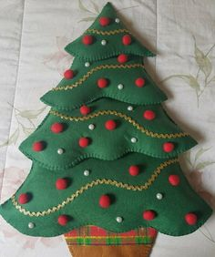 cards, pergamano and paintings – Page 7 – Christmas Crochet Christmas Tree Quilt, Fabric Christmas Ornaments, Felt Ornaments, Christmas Decorations To Make, Christmas Stockings, Toddler Christmas, Christmas Sewing, Christmas Embroidery, Christmas Crafts