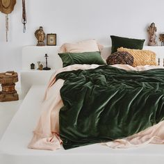 Living Room Home Decor .Living Room Home Decor Green Bedding, Bedroom Green, Green Rooms, Dream Bedroom, Emerald Bedroom, Gold Bedroom, Dark Cozy Bedroom, Dark Teal Bedroom, Jewel Tone Bedroom