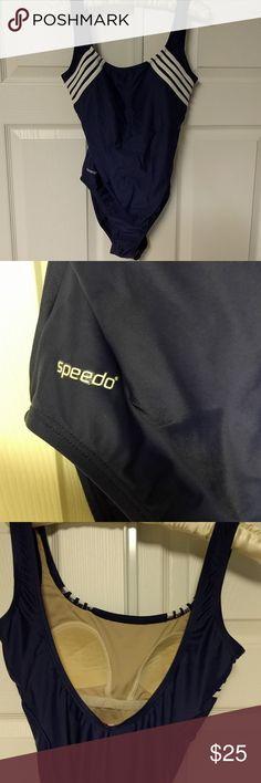 Sleek Speedo Navy and white one piece swimsuit Quick Speedo Navy and white one-piece swimsuit with padded bra Speedo Swim One Pieces