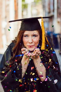 graduation photo ideas College Graduation Pictures, Graduation Picture Poses, Graduation Photoshoot, Grad Pics, Nursing Graduation, Graduation Ideas, Graduation 2015, Graduation Photography, Senior Picture Poses