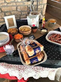 Paisley's 4th Cowgirl Party #birthday #birthdayparty #cowgirl #western #southwest #rodeo #burlap #fringe #cactus #party #cake #birthdaycake  http://farmgirlblogs.com/paisleys-4th-cowgirl-party/