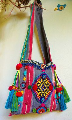 De Croche De Croche barbante De Croche com grafico De Croche de mao De Croche festa - Bolsa De Crochê Straw Handbags, Purses And Handbags, Mundo Hippie, Hippie Purse, Diy Summer Clothes, Ethnic Bag, Bag Pattern Free, Diy Handbag, Boho Bags
