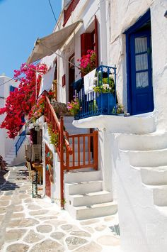 Mykonos, GREECE. Mykonos Island, Santorini Greece, Beautiful Streets, Beautiful Places, Vacation Trips, Dream Vacations, Places To Travel, Places To Go, Travel Around The World