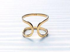 Miscelanea Duo -#Tessara #Anillo de #Oro Amarillo de 18qt, de diseño contemporáneo con lineas simples y elegantes, ajustable por su abertura a todas las tallas, pudiendo cambiar de dedo fácilmente.