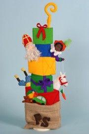 Maak deze vrolijke stapel van Pietjes, Sinterklaas en alle Kadootjes zelf met hhttp://www.bijviltenzo.nl/a-27378481/septemberspring/patroonblad-ss-sinterklaasstapel-van-septemberspring/et Patroonblad Sinterklaasstapel