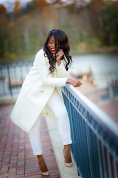 Winter White - Jadore-Fashion Specials Today, Comfy Outfit, All White Outfit, Winter White, Winter Season, White Jeans, Winter Outfits, Christian Louboutin, Classy