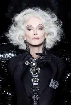 Outfits ideas & inspiration : Look great with our hair proposals for mature women! On this occasion I want to share with our dear readers some ideas of haircuts for mature women, Carmen Dell'orefice, Advanced Style, Glamour, Ageless Beauty, Aging Gracefully, Grey Hair, White Hair, Ideias Fashion, Curly Hair Styles