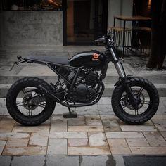 'Salamandra' | Yamaha Lander 250cc por Bendita Macchina